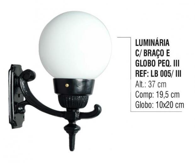 Luminária com Braço e Globo Pequeno 3
