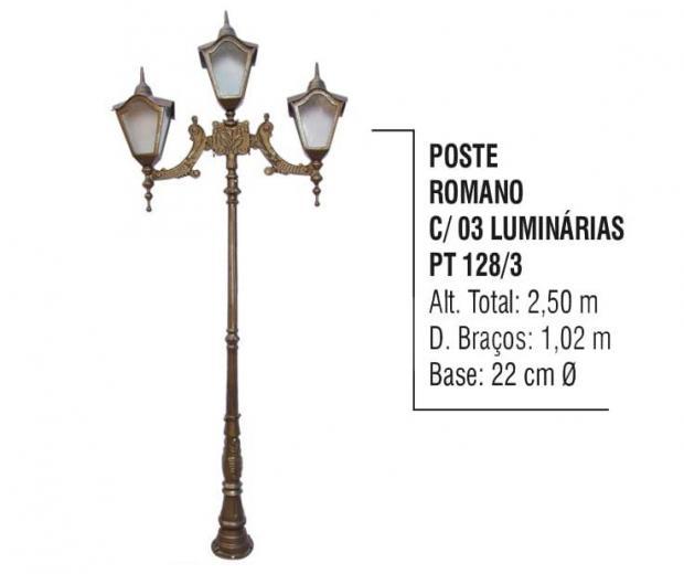 Postes Romano com 03 Luminárias